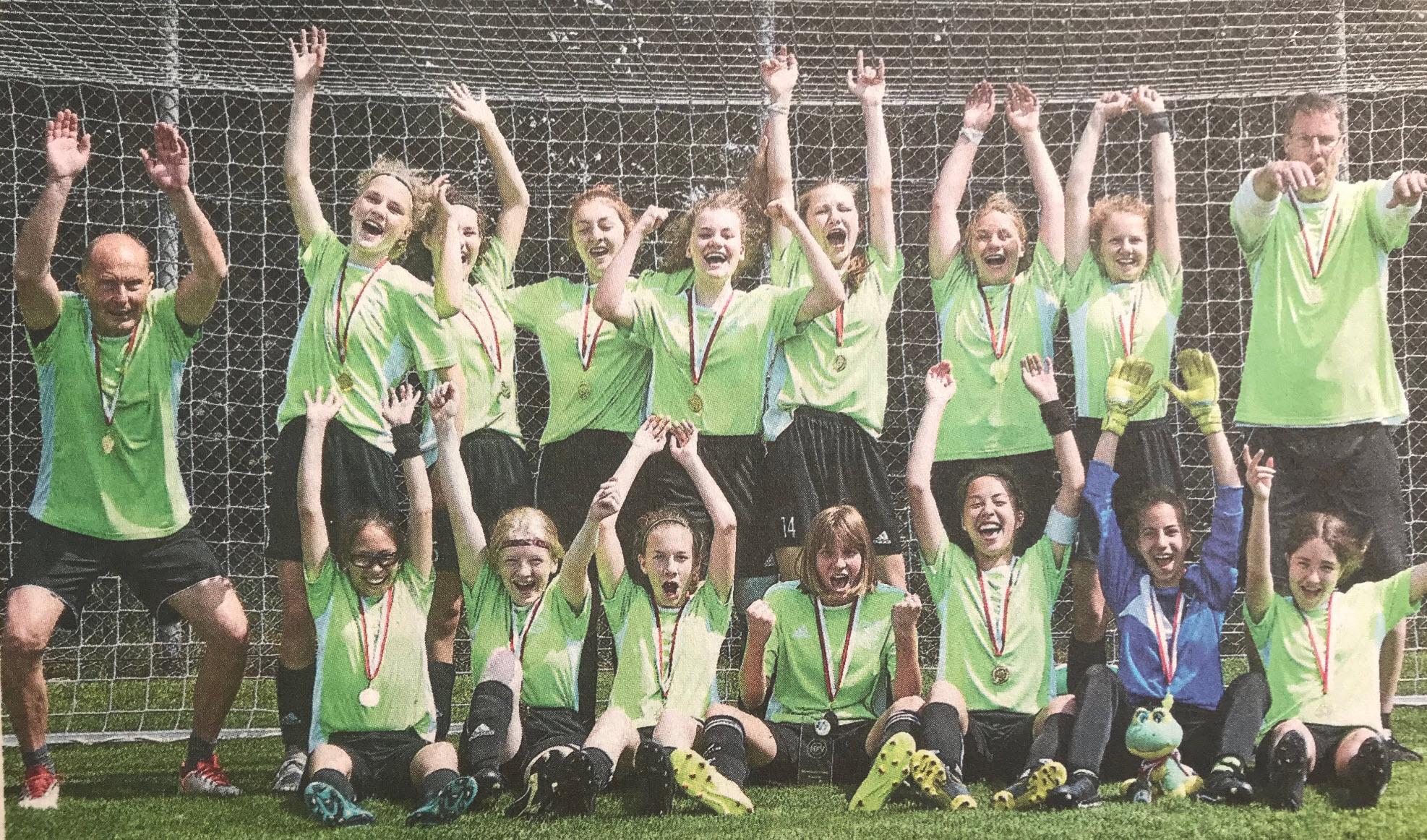 C-Juniorinnen des TSV Bardowick gewinnen die Niedersachsenmeisterschaft im Elfmeterschießen gegen Büppel